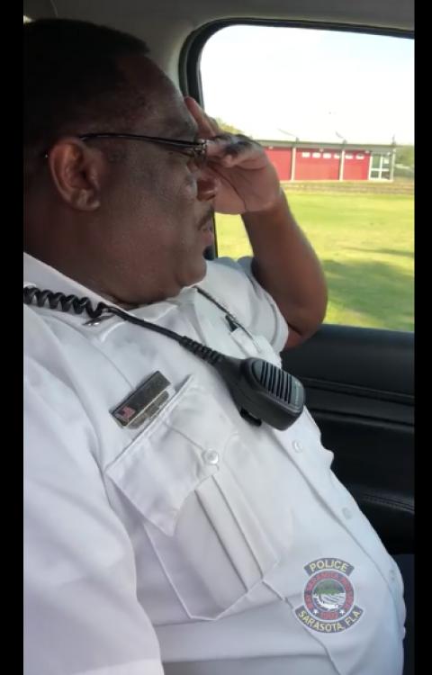 La emotiva despedida de un policía el día de su jubilación
