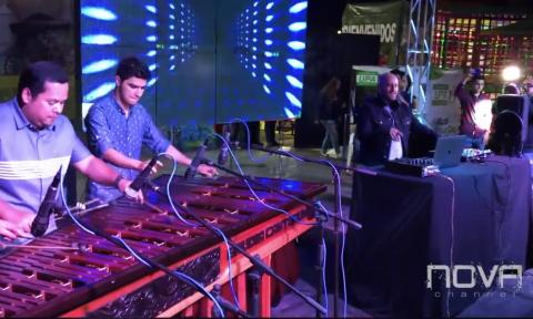 Francis Dávila fusiona electrónica y marimba y sorprende al público