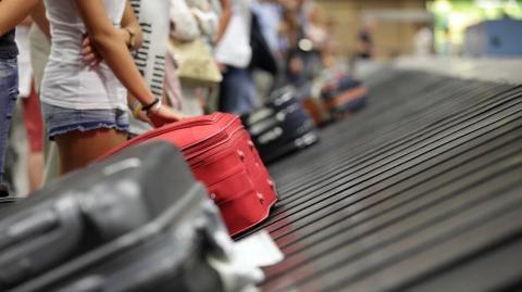 Trucos para que tu maleta sea una de las primeras en salir del avión