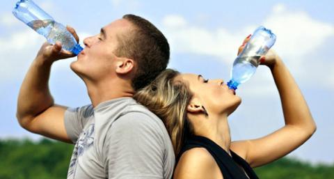 ¿Ya tomaste suficiente agua? De esta manera lo puedes saber