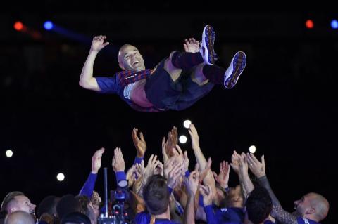Despiden a Iniesta con una impresionante fiesta en el Camp Nou