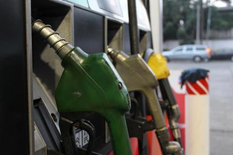 Investigan a 160 gasolineras por acordar aumento en los precios