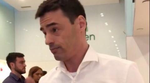 Abogado se disculpa por insultar a hispanos por hablar español