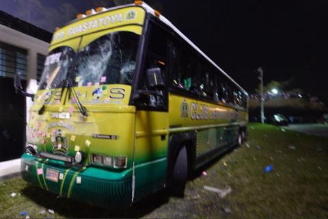 Cobán Imperial pagará la reparación del bus de Guastatoya