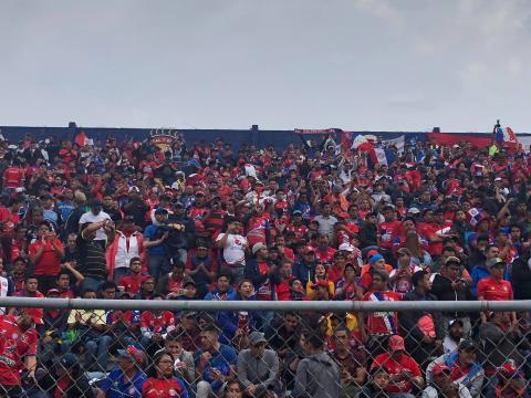 La afición de Xelajú MC abarrota el estadio horas antes del partido