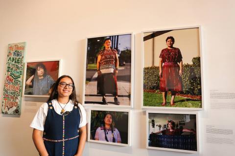 Adolescentes de origen guatemalteco exponen en fotos su vida en EE.UU.