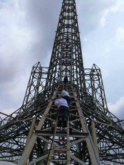 Hombre escaló Torre del Reformador tras realizar una insólita apuesta