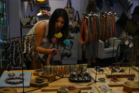 Inaguran New World Crafts en Antigua Guatemala