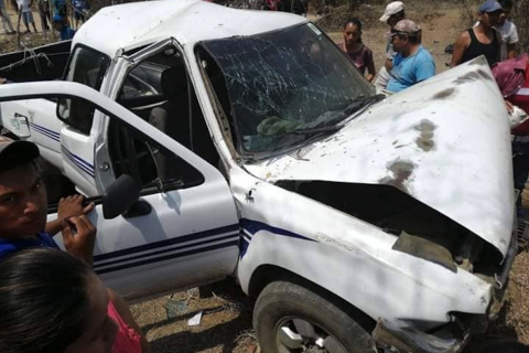 Integrantes de la UNE sufren accidente vehicular en Zacapa