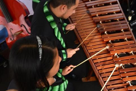 "México: Músicos ejecutan ""Sweet Child O'Mine"" en marimba"