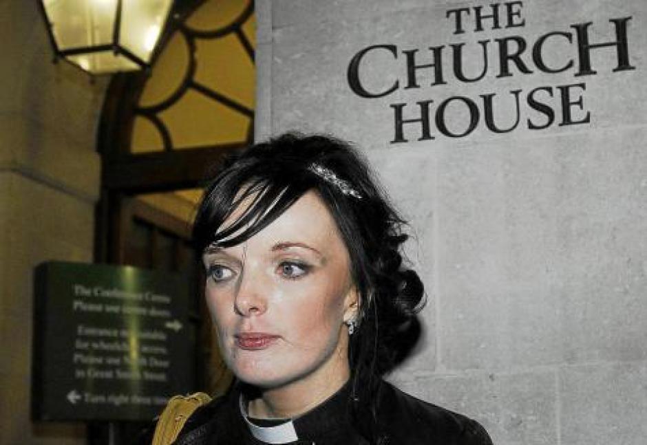 Tras 20 años de debate iglesia de Inglaterra ordenará mujeres obispos
