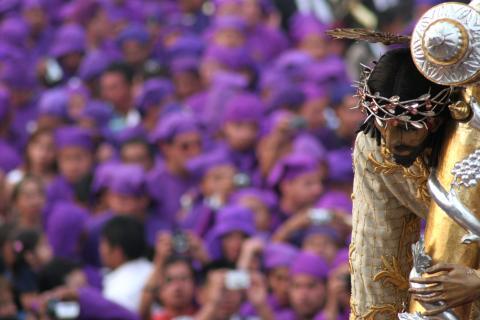 Antigua vive uno de los Cortejos más grandes de Guatemala y el mundo