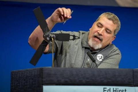 El guatemalteco que lo logró: Edward Hirst, jefe de misión en la NASA