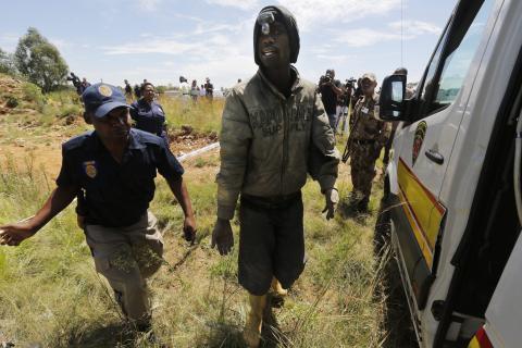 Rescatan a mineros en explotación cerca de Johannesburgo
