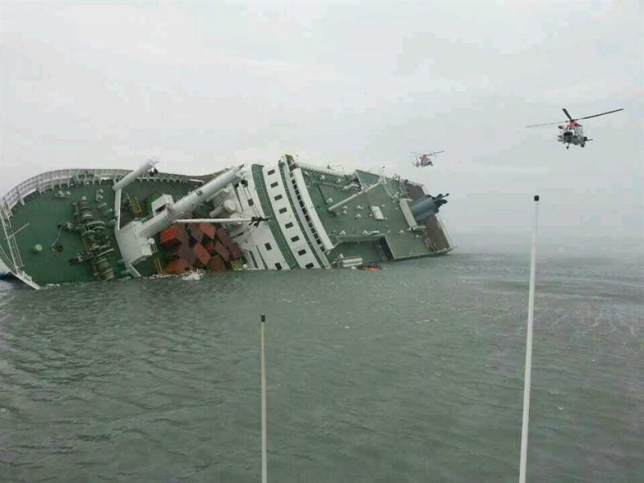 Casi 300 desaparecidos tras el mayor naufragio en los últimos años