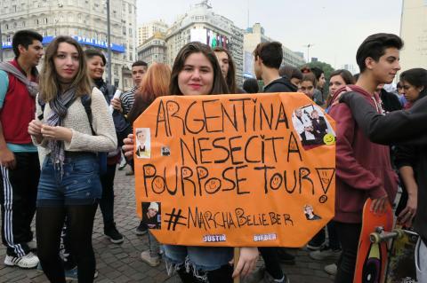 ¿Por qué miles de mujeres marchan en Argentina por Justin Bieber?