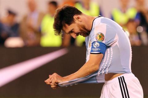 Compañeros de la selección también le mandan mensajes a Messi