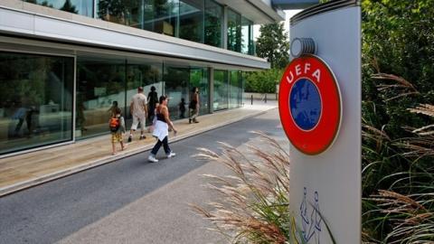 """Policía allana oficinas de la UEFA por """"Papeles de Panamá"""""""