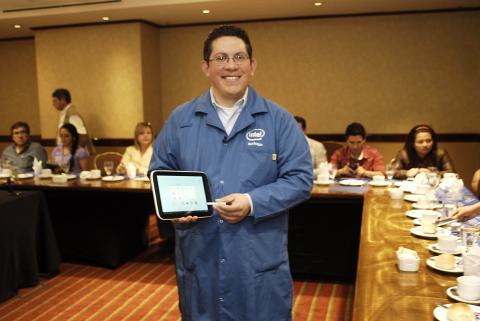 Tablet diseñada para educación llega a Guatemala