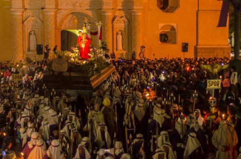 Jesús Nazareno de la Merced recorre la Antigua desde muy temprano