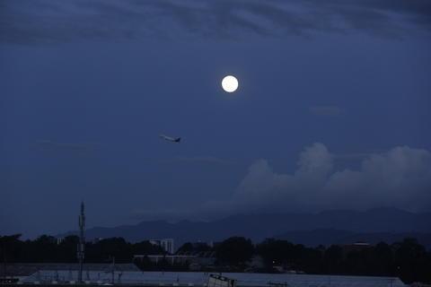 Así se lució la #SuperLuna en el cielo guatemalteco