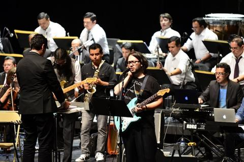 Ovacionan a Orquesta Sinfónica y Simbiosis en tributo a Pink Floyd