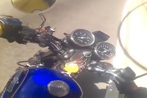 Graban impresionante accidente en moto en la Cuesta de las Cañas
