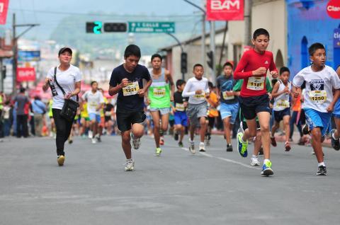 La tradicional carrera Cobancito fue corrida por mil 500 niños