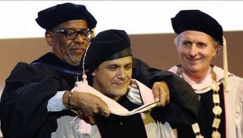"""Alejandro Sanz ya es """"Doctor Honoris Causa"""" de la Universidad de Berklee"""