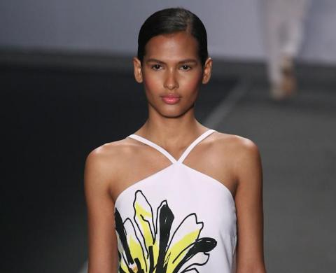 Andrea Marques cierra el Fashion Río con colorida propuesta
