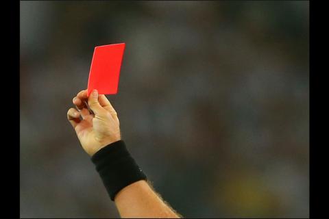 Estado Islámico prohíbe los árbitros en partidos de fútbol en Siria