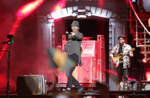 Ricardo Arjona se despide de Guatemala y continúa su Viaje Tour 2015