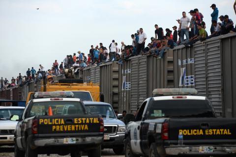 Familia guatemalteca denuncia extorsiones de migración mexicana
