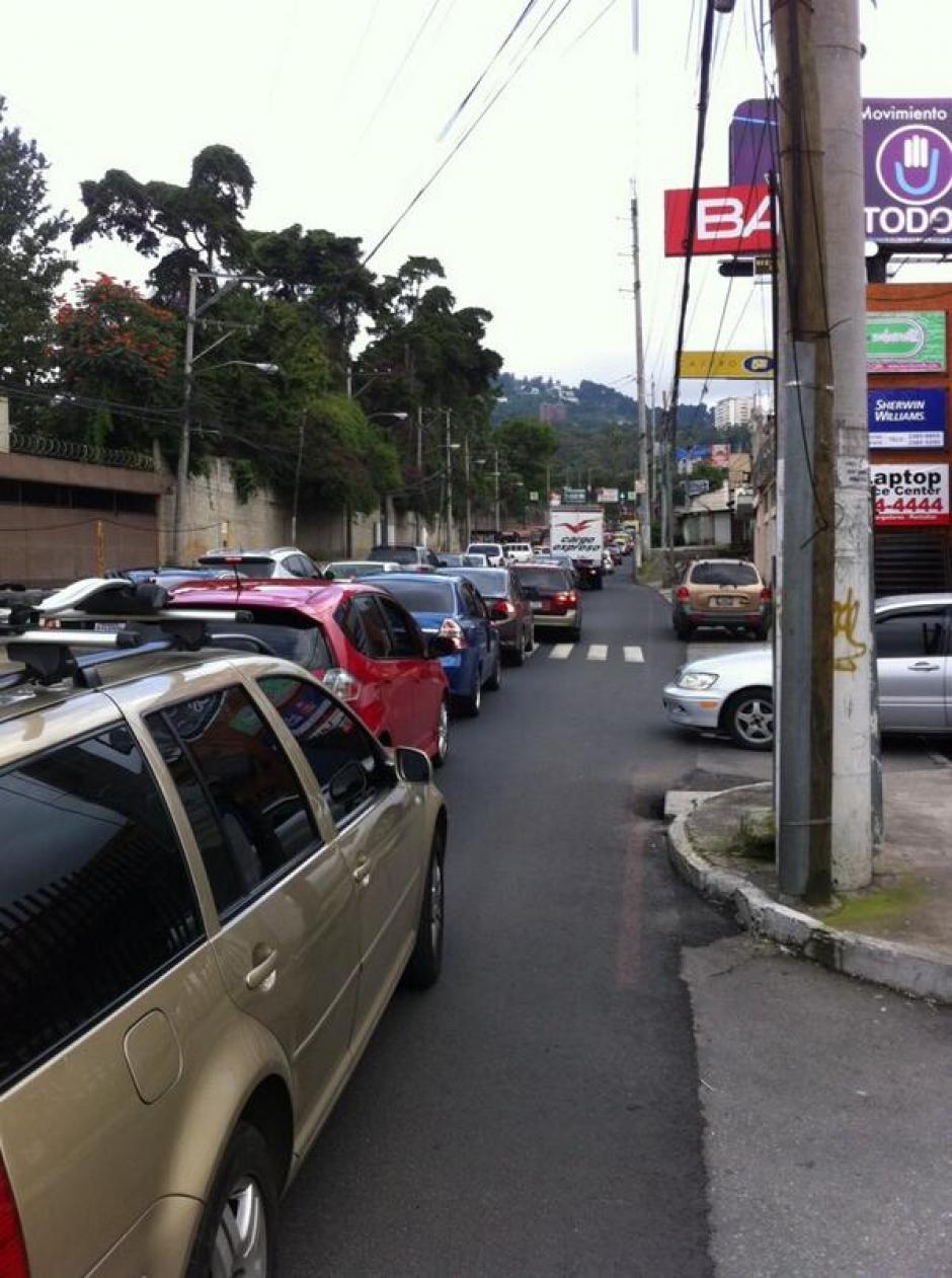 Se complica tránsito en rutas aledañas a derrumbe del kilómetro 10.5