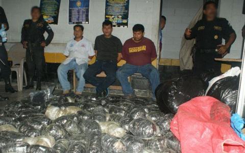 Capturados en Petén con quintales de marihuana