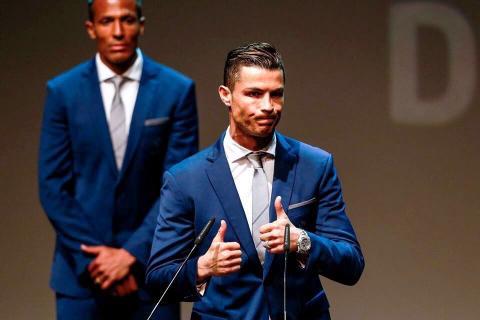 Cristiano Ronaldo recibe un nuevo galardón como mejor futbolista
