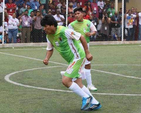 Evo Morales demuestra calidad futbolística y marca 4 goles a Panamá