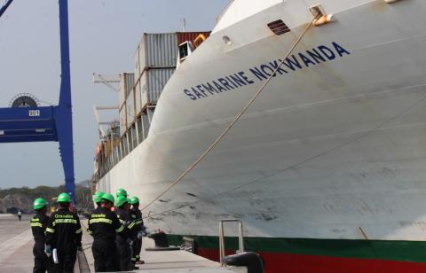 TCQ se estrena y recibe su primer buque de contenedores