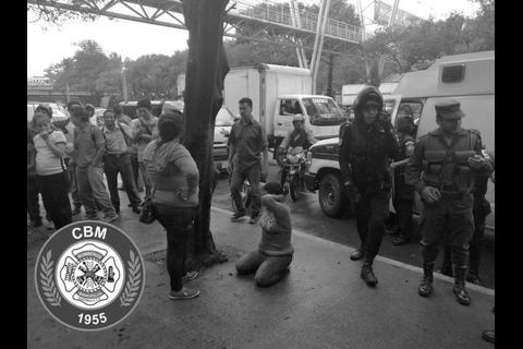 Mujer policía, en su día de descanso, captura a tres delincuentes