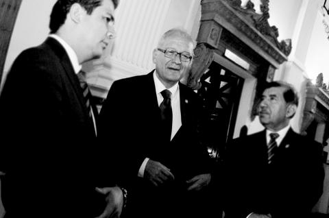 César Barrientos, entre las presiones y el chantaje