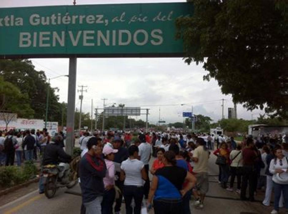 Maestros inconformes de México bloquean pasos fronterizos con Guatemala