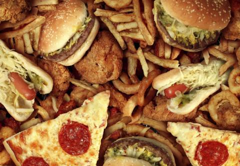 Diputado le declara la guerra a la comida chatarra en los colegios