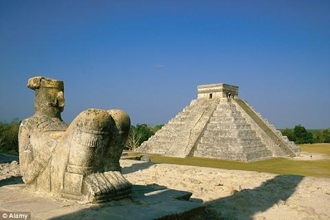 Arqueólogos hallan una pirámide oculta debajo de Chichén-Itzá