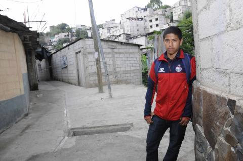 El fútbol le empieza a sonreír a Pedro Altán, la nueva figura roja