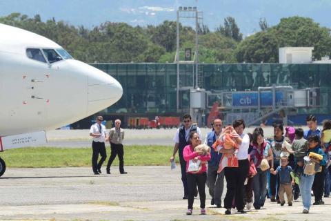 Guatemala discute en EE.UU. plan para evitar migración masiva de niños
