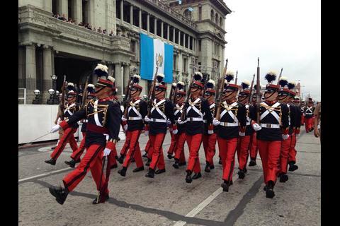 Desfile cívico celebra 194 años de Independencia en Guatemala