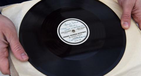 Subastan disco inédito de Los Beatles en 110 mil dólares