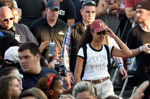 "Malia Obama lució una camiseta con un peculiar ""castigo"""