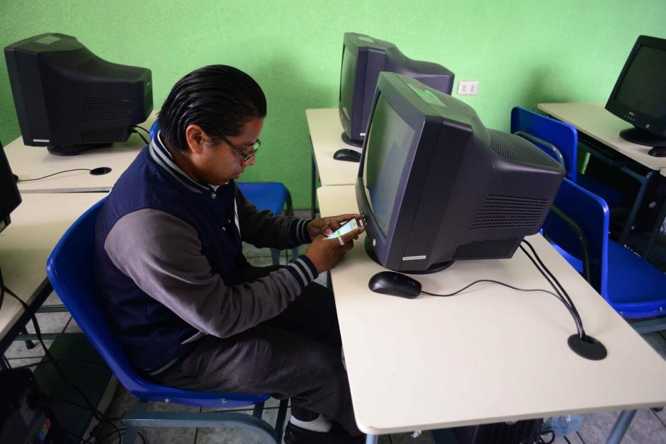 Institutos públicos sin internet para empezar programa Duolingo