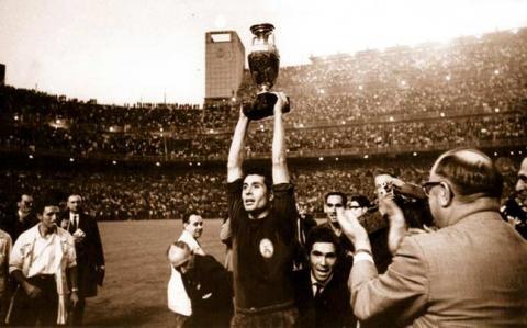 España, Italia y Francia, los únicos campeones en su propia casa